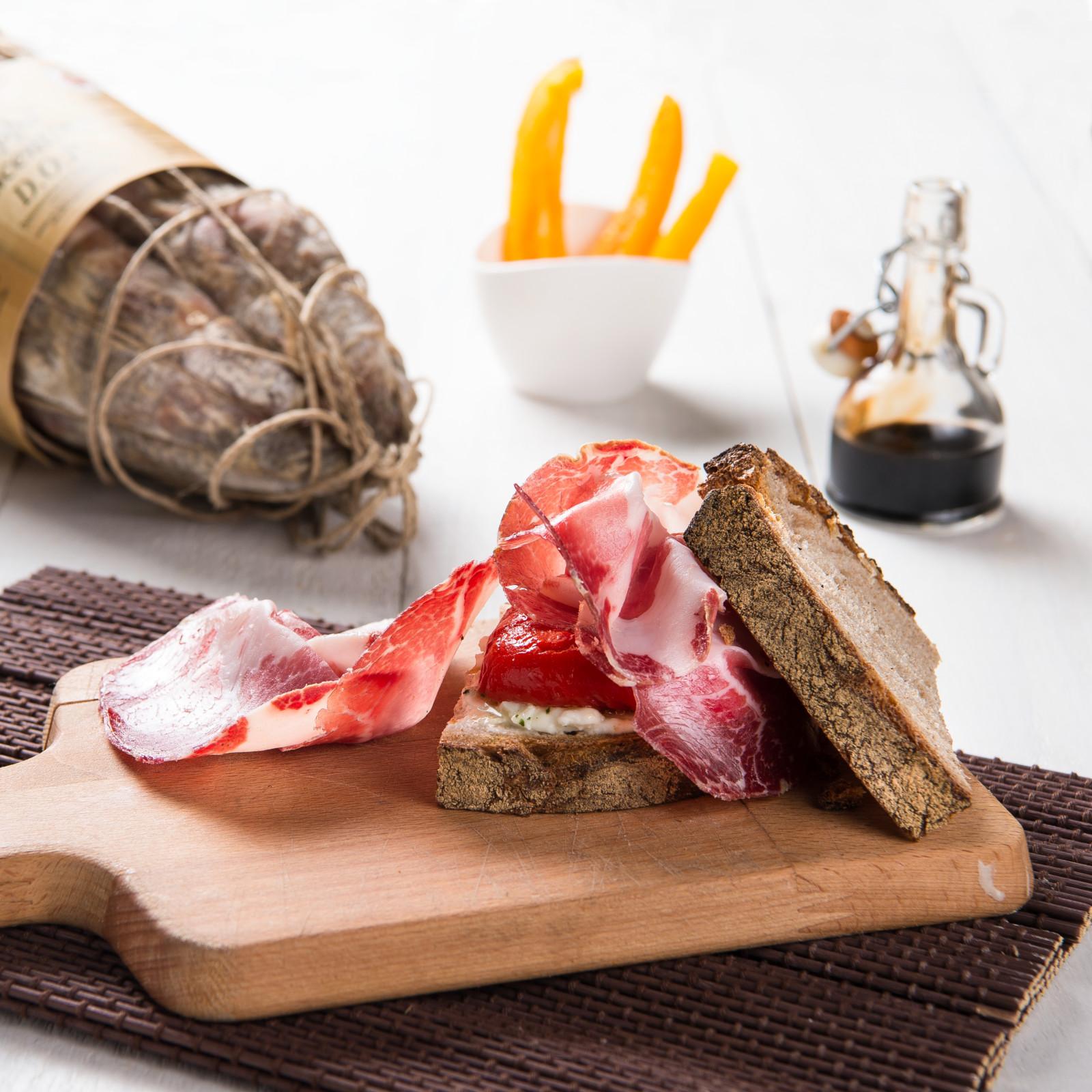 IL PIACENTE con pane tipo lariano