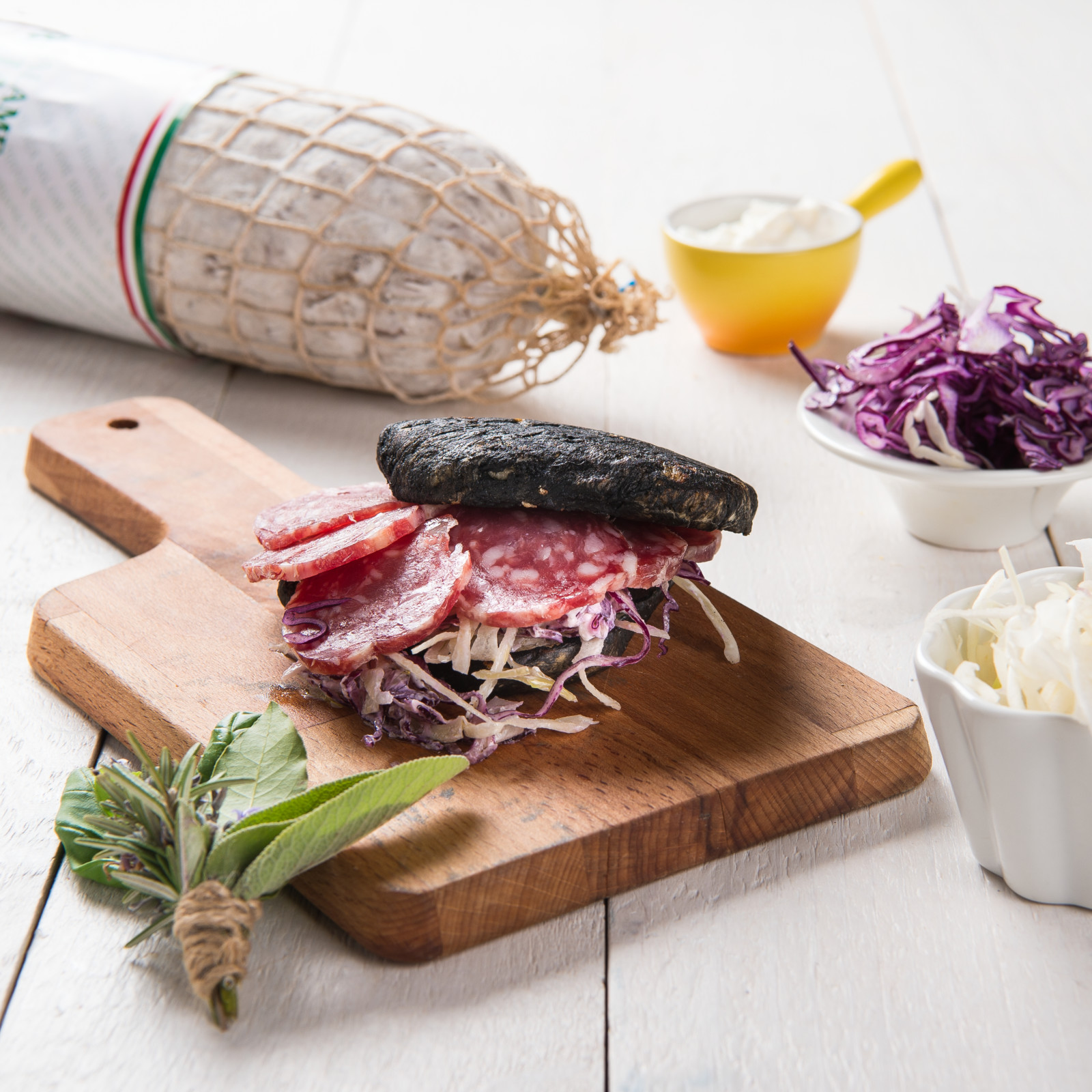 IL COLORATO con panino al carbone vegetale