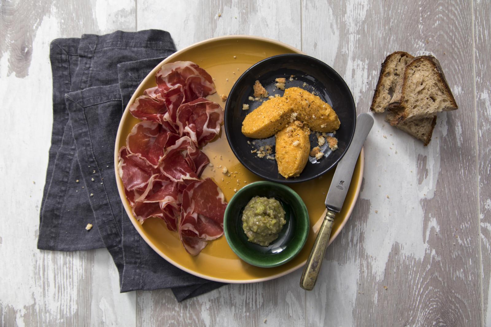 Quenelle di zucca con COPPA PIACENTINA DOP, Parmigiano Reggiano e agresto